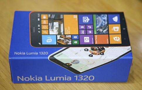 Hinh anh mo hop Nokia Lumia 1320 tai Viet Nam