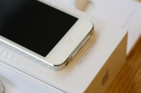 iPhone 5 tro lai thi truong voi gia hon 8 trieu dong