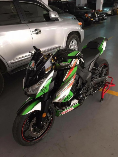 Kawasaki Z1000 độ ngầu hơn trong bộ cánh tem đấu
