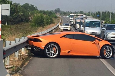 Lamborghini Huracan bi tai nan o cao toc Long Thanh, quan 9, TP HCM