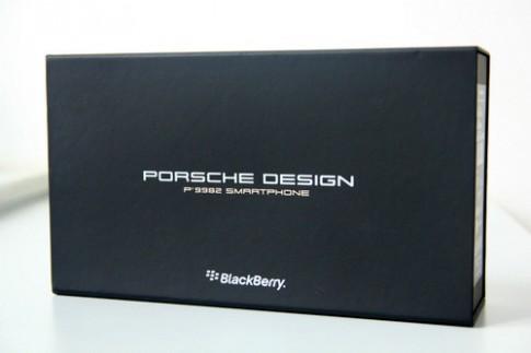Mo hop smartphone hang sang BlackBerry Porsche Design P'9982