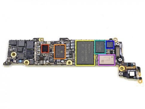 'Mo xe' phan cung cua iPhone 5 (tiep)