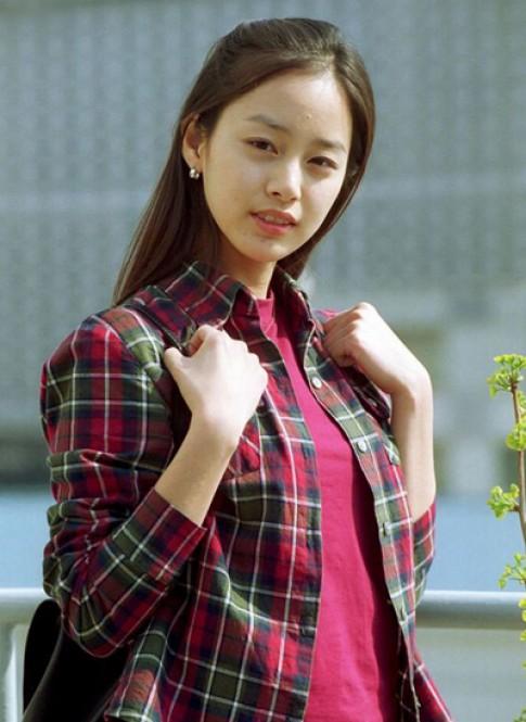 Nhan sac khi khong son phan cua Kim Tae Hee