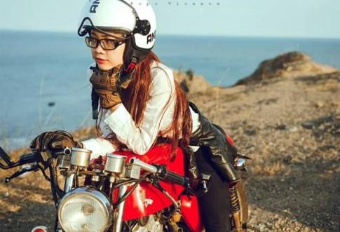 Nu biker 9X xinh dep va ca tinh ben canh chiec Wolf do Cafe Racer