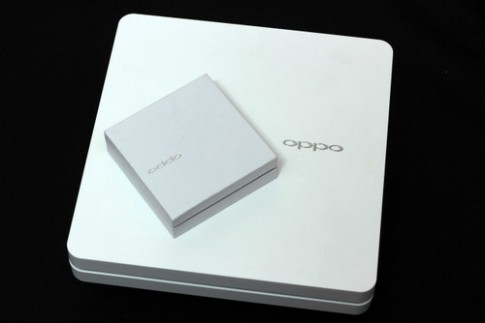 Phablet Full HD Oppo N1 chinh hang gia tu 12,7 trieu dong