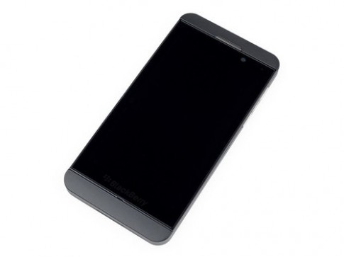 'Phau thuat' dien thoai BlackBerry Z10