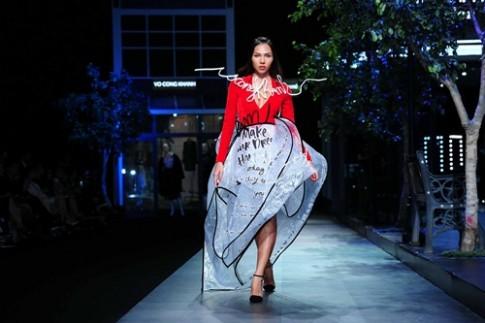 Pho di bo Nguyen Hue duoc tai hien tren san catwalk Viet