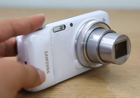 Smartphone lai máy ảnh của Samsung xuất hiện tại Việt Nam