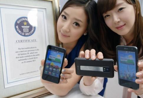 Smartphone loi kep dau tien the gioi se co Android 4.0