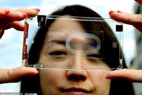 Smartphone trong suot dau tien tren the gioi