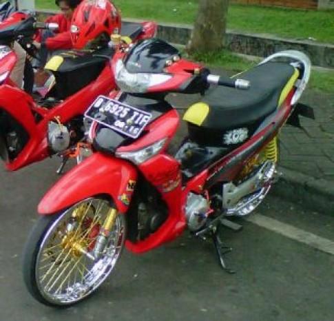 Supra X 125 cua dan choi Indonesia