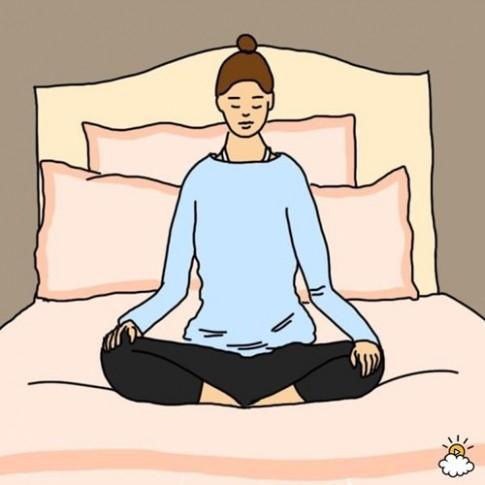 10 dong tac yoga duoi nguoi nen thuc hien truoc khi di ngu