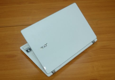 Acer V3-371 - laptop gia re, nang chi 1,5 kg