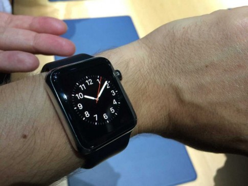 "Apple Watch giup ""tin nhan sex"" … mui man hon"