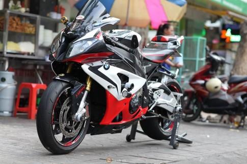 BMW S1000RR do cuc chat va day phong cach cua biker Viet