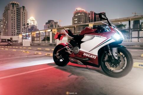 Bo anh dep cua Ducati 899 Panigale Tricolore xuyen man dem