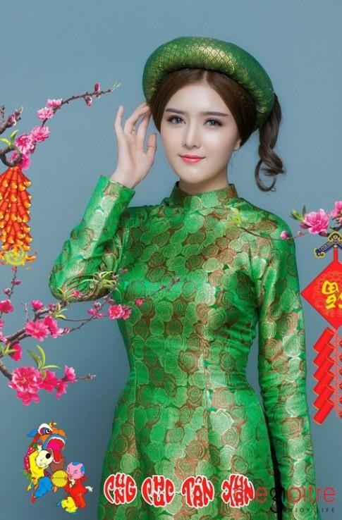 Bup be Viet- Lily Luta tha dang muot ma cung ao dai don xuan Binh Than