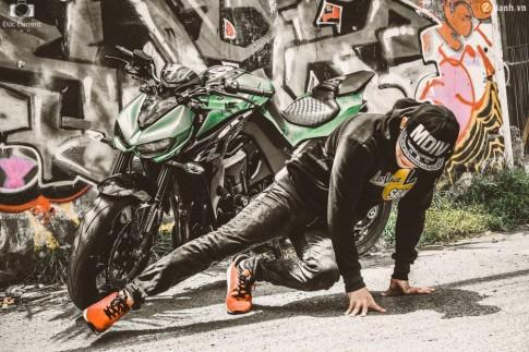 Chien binh duong pho Kawasaki Z1000 va vu dieu duong pho Hip Hop