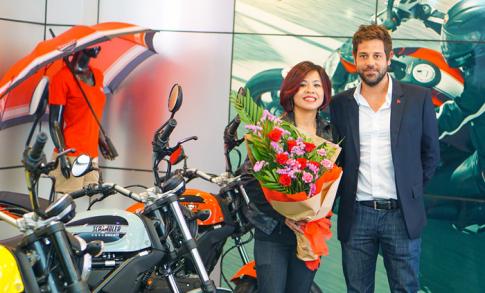 Chu nhan dau tien cua Ducati Scrambler Sixty2 la mot nu biker Viet