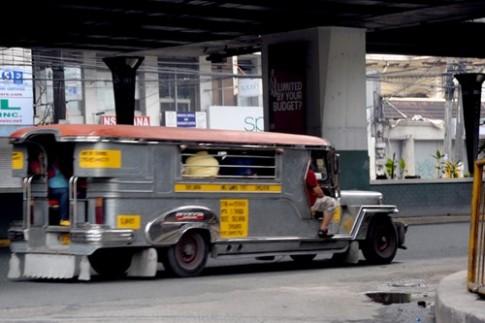 Cuoi ngua di xem nui lua o Philippines