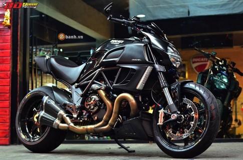 Ducati Diavel do khung giua dan do choi hang khung