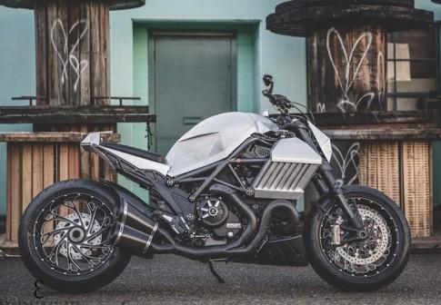 Ducati Diavel phien ban chien binh giap sat