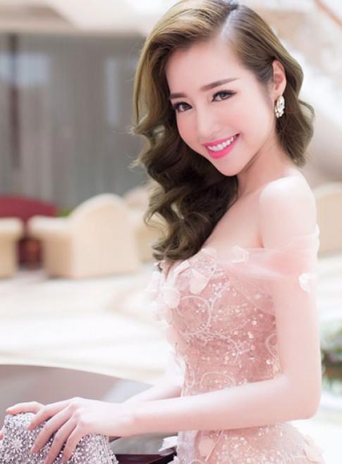 Elly Trần, Nguyễn Thị Loan trang điểm đẹp với tông hồng