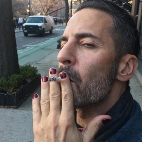 Học đòi nữ giới trào lưu sơn móng tay khiến nam giới phát cuồng