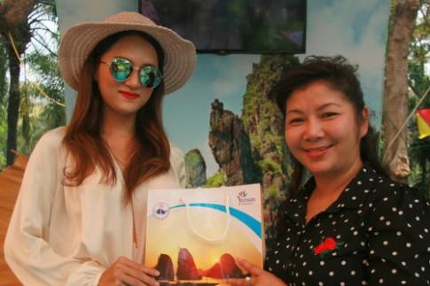 Huong Giang Idol nhiet tinh quang ba du lich Ha Long