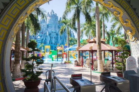 Khach Tay goi Suoi Tien la Disneyland phong cach Viet Nam