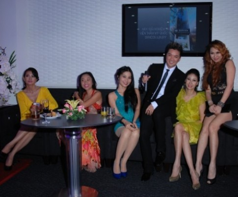 Khai truong tham my vien Dencos Luxury
