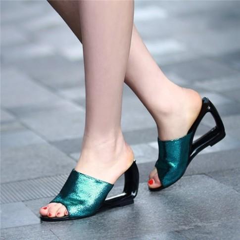 Kieu sandal cac co gai can phai sam ngay cho mua he nay