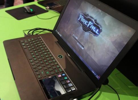 Laptop choi game Razer Blade 'chay hang' trong 30 phut