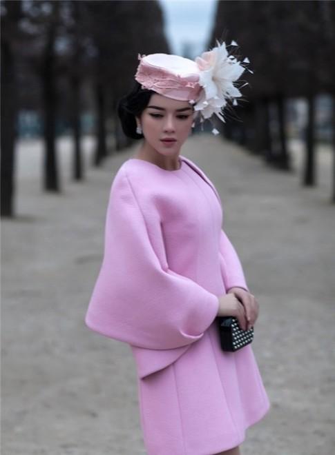 Ly Nha Ky dep mo mang giua long Paris
