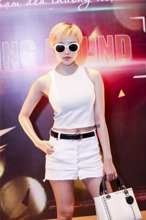 """Mac han che chieu cao, """"ban gai Son Tung"""" van den casting The Face"""