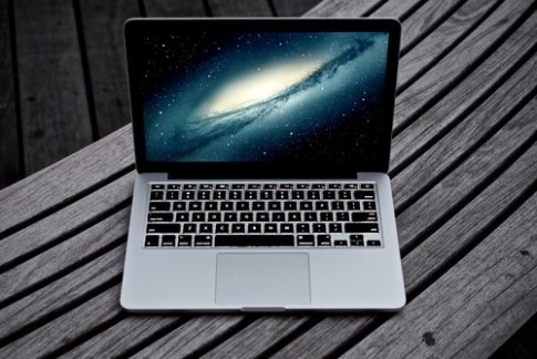 MacBook Pro moi se co camera Full HD