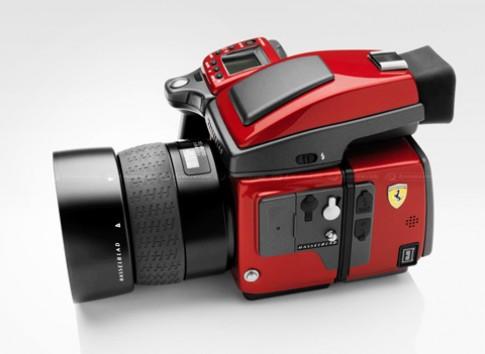 May anh medium format mang phong cach Ferrari