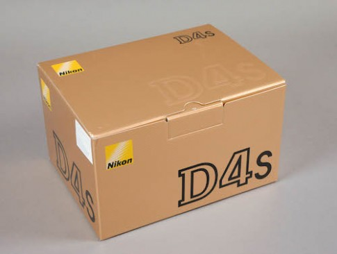 Mo hop Nikon D4S tai Viet Nam