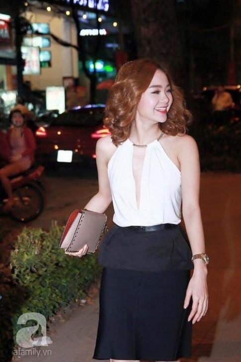 """My nhan Viet dua nhau """"xuong toc"""" danh dau su lot xac ngoan muc (P.2)"""