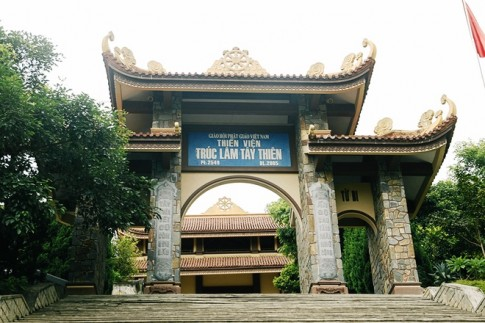 Ngay Tet du ngoan Thien vien Truc Lam Tay Thien