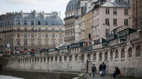 Nhung gian hang sach dang dan bien mat o Paris
