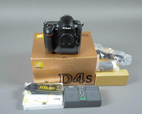 Nikon D4S ve Viet Nam, gia gan 140 trieu dong