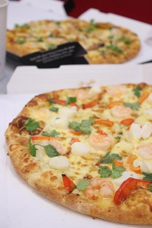Pizza nhan ga khoi dau nam moi sum vay