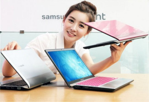Samsung ra laptop Series 3 350U pin 8 tieng