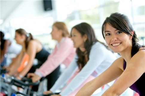 Tap gym co khien nguc con gai nho di?