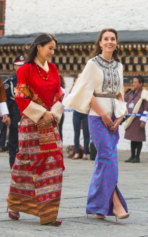 Vai may vay tham Bhutan cua Kate Middleton gia hon 1.500 USD