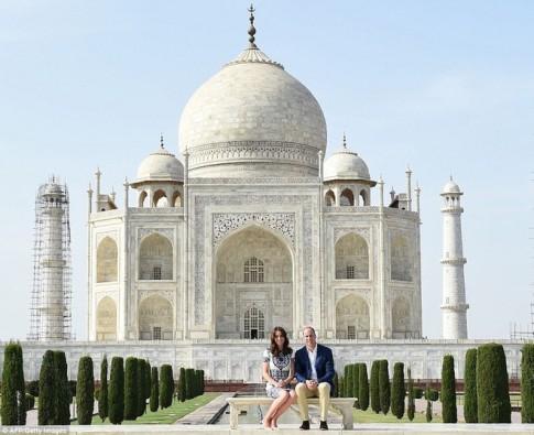 Vo chong hoang tu William tham den Taj Mahal