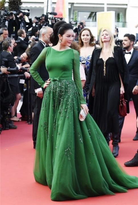 """Lý Nhã Kỳ và những khung ảnh """"năm nào cũng chụp"""" tại Cannes"""