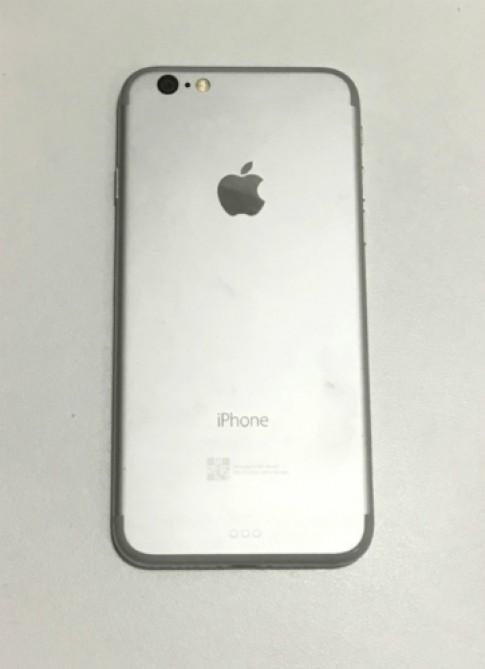 Mo hinh iPhone 7 lo dien voi camera khong loi