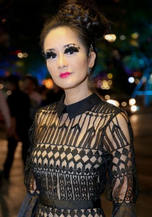 Trang điểm mắt ấn tượng kiểu Hồng Nhung như thế nào cho đẹp